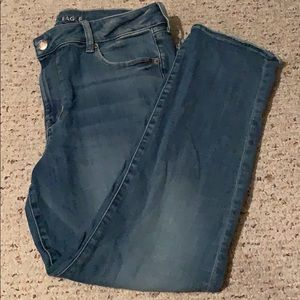 Great shape American eagle super stretchy jeans.